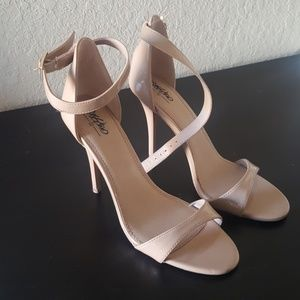 Nude heels! In great condition